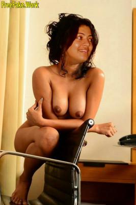 Geetha-Madhuri-nipple-sexy-nude-boobs-naked-singer-photo.md.jpg