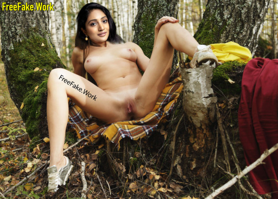 Bommu-Lakshmi-full-nude-90ml-actress-spreading-her-leg-shaved-pussy-xxx-image.md.jpg