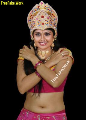 Meera-Muralidharan-nude-navel-exposed-covering-her-nude-blouse.md.jpg
