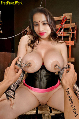 Big-boobs-Kannada-tv-actress-Viharika-Pooja-big-boobs-nipple-torture-fake.md.jpg
