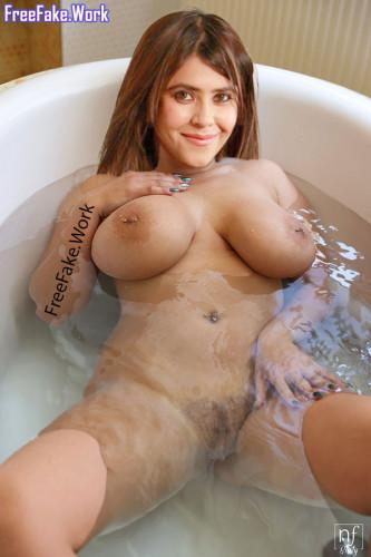 Full-nude-Ekta-Kapoor-naked-bathroom-photo-leaked.md.jpg