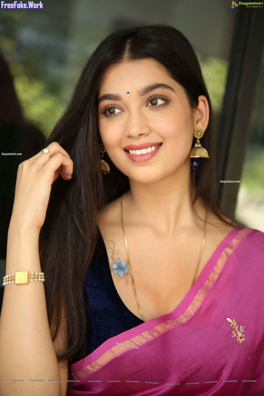Digangana-Suryavanshi-low-neck-black-blouse-cleavage-pic.jpg