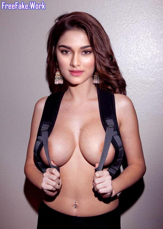 Saiee-Manjrekar-big-boobs-without-bra-nude-navel-image.jpg