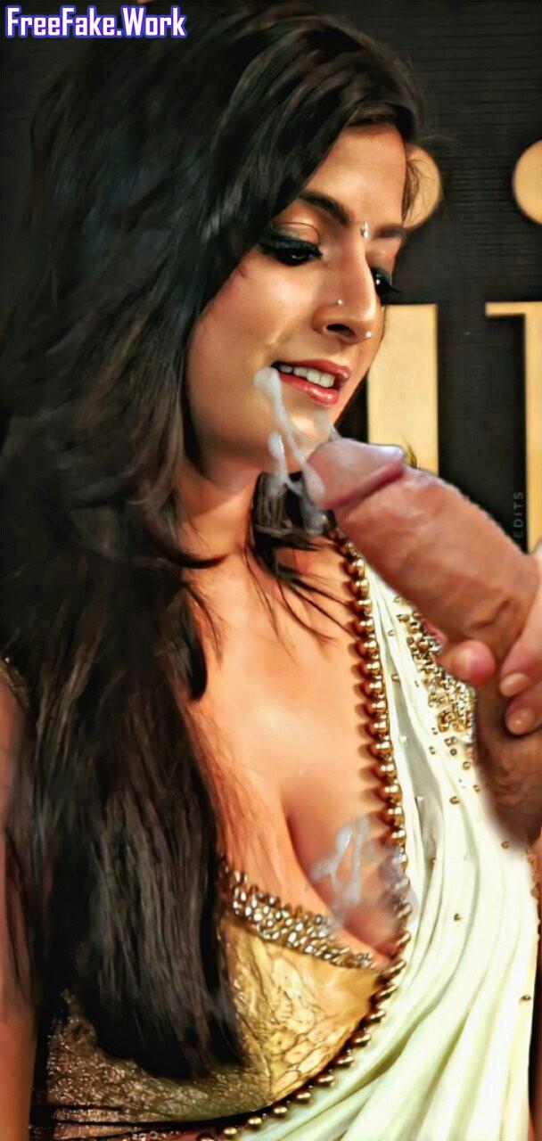 Varalaxmi-handjob-cum-on-her-milk-tank-cleavage-HQ-Instagram-pics.jpg