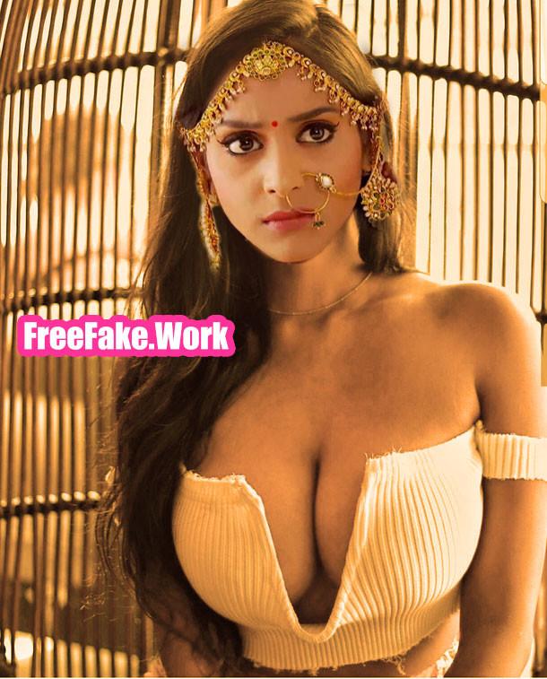 Rachanaa-Parulkar-big-boobs-cleavage.jpg