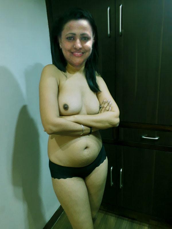 User-submitted-nude-xxx-photos-of-desi-exgf-fuckdesigirls.com-4.jpg